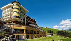 Einmalige Lage am Hang vom Kronplatz. #leadingsparesort #wellness #bärenhotel #hotel #orso #südtirol #pustertal Resorts, Spa, Wellness, Vacation, Mountain Landscape, Luxury, Vacations, Vacation Resorts, Vacation Places