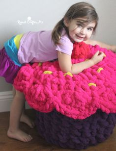 Bernat Blanket BIG Cupcake Storage Pouf - Repeat Crafter Me Crochet Cupcake, Crochet Pouf, Crochet Gifts, Crochet Dolls, Bernat Blanket Patterns, Crochet Patterns, Bernat Chunky Yarn, Blanket Yarn, Blankets