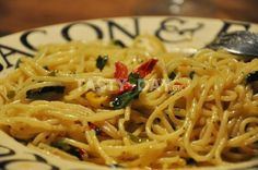 Μακαρόνια σκορδόλαδο πικάντικα- Παραδοσιακή μακαρονάδα της ιταλικής υπαίθρου - Media