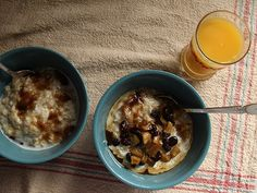 oatmeal with apples and raisins