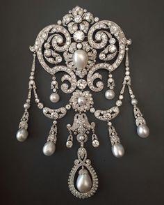 Grand devant de corsage en perle et diamant ✨ #martindudaffoy #placevendome #highjewelry #antiquejewels #antiquejewelry #ritzparis #uniquepiece