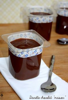 """Danette au chocolat """"maison"""" - Amandine Cooking - The Best Easy Quick Recipes Köstliche Desserts, Chocolate Desserts, Delicious Desserts, Dessert Recipes, Yummy Food, Chocolate Pudding, Mousse Dessert, Easy Cake Recipes, Sweet Recipes"""