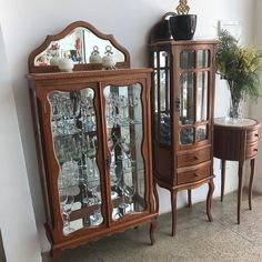 Furniture Showroom, My Furniture, Decor Home Living Room, Diy Home Decor, Dinning Room Cabinet, Parisian Chic Decor, Antique China Cabinets, Wood Bed Design, Cabin Fireplace