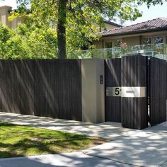 Modern Fence Designs For Your Classy Home - Dlingoo House Main Gates Design, Door Gate Design, House Front Design, Facade Design, Exterior Design, Fence Builders, Modern Fence Design, Front Gardens, Fence Styles