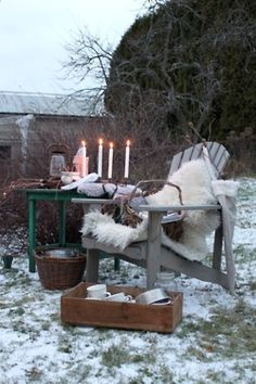 Sittplats på vintern med fårskinn.