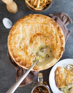 Chicken Leek and Mushroom Pie. The ultimate British comfort food Chicken Leek and Mushroom Pie! Chicken And Mushroom Pie, Creamy Chicken Pie, Mushroom Cake, Chicken Mushrooms, Ground Beef Recipes, Chicken Recipes, Meat Pie Recipes, Turkey Chicken, Pasta Recipes