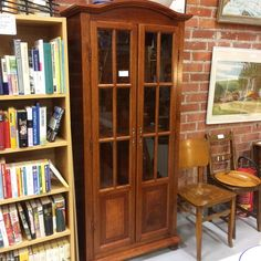 #kirjakaappi #vitriinikaappi lev. 80cm, syv. 34cm, kork. 187cm, 195€, #lahti #kirpputori #kirpputorikisälli #antiikki #antiikkikauppa #juhokusti #retro #vintage #eikovinvanhavitriini (paikassa Kirpputori Kisälli) myyty China Cabinet, Retro Vintage, Storage, Furniture, Instagram, Home Decor, Purse Storage, Crockery Cabinet, Decoration Home