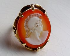 Gold and agate cameo ring