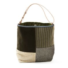 SMALL BUCKET BAG Handmade item. Materials: canvas, chenille, cotton, decorator fabric, leather, snaps. Color: green moss, brown, ivory, beige Small bucket bag, bag style in fabric, velvet and chenille, lined. Magnetic clasp. Leather adjustable straps. It can be used in two