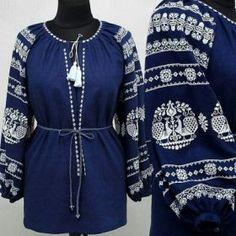 Удлинённая синяя вышиванка из льна или габардина с контрастным орнаментом для женщин (GNM-01754)