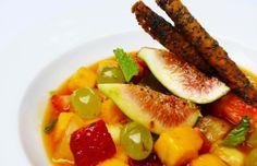 Entre as opções do menu criado para comemorar 1 ano do Rive Gauche, para sobremesa a indicação é a sopa de frutas frescas com crocante de papoula (Foto: Divulgação)