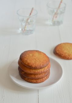 gezonde eierkoeken Have to translate but like a sponge cake cookie! Pureed Food Recipes, Super Healthy Recipes, Healthy Sweets, Healthy Baking, Low Carb Recipes, Sweet Recipes, Snack Recipes, Scampi, Lowest Carb Bread Recipe