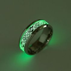 New Glow In The Dark Celtic Dragon Ring Luminous Titanium Steel Rings Size Condition: brand new and high quality Material: titanium steel Color: Silver Ring width: Size available: Gender: Unisex Package: Dragon Ring, Dragon Pattern, Steel Chain, Steel Metal, Men's Jewelry, Gold Jewellery, Silver Jewelry, Jewellery Earrings, Cheap Jewelry