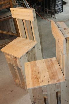 Sedia chairs made from solid wood from Europe Plus pallet by raoudhabelhaj Car Furniture, Diy Pallet Furniture, Woodworking Furniture, Furniture Projects, Pallet Chairs, Wooden Pallet Projects, Wooden Pallets, Bar En Palette, Decoration Palette