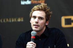 "Sam Claflin Photos - ""The Hunger Games: Catching Fire"" Mall Tour - Philadelphia, Pennsylvania - Zimbio"