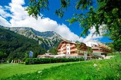 Stay at Falkensteiner Hotel & Spa Alpenresidenz Anterselva. Book now to enjoy the the romantic Dolomites mountains view, relax at our spa and cross-country ski! Spa Hotel, Cross Country Skiing, Mountain View, Relax, Mountains, Mansions, House Styles, Nature, Travel