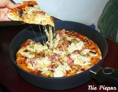 Pizza from the pan, with out using an oven. Healthy Dishes, Healthy Eating, Healthy Recipes, I Love Food, Good Food, Yummy Food, Kitchen Recipes, Cooking Recipes, Italian Recipes