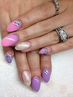 Colour changing gel nails with hand drawn design using gel  By Melissa Fox