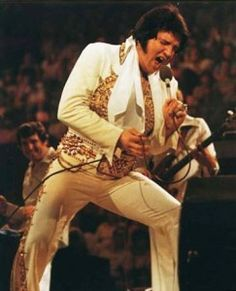 June Elvis Presley gives his last public concert at Market Square Arena in Indianapolis, Indiana. Elvis Presley Last Concert, Elvis Presley 1977, Elvis Presley Photos, Lisa Marie Presley, Fat Elvis, Rock And Roll, Jackson, Enfp, Celebrities