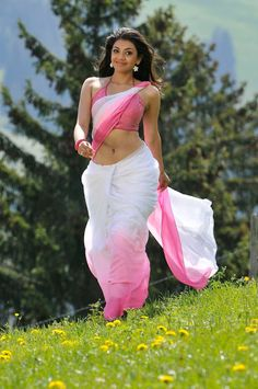 Kajal Aggarwal Hot Navel Show In Saree From Veera