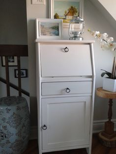 Latest project: a 20$ second-hand find revamped into a cute secrétaire with white chalk paint and different knobs! White Chalk Paint, Filing Cabinet, Diy, Cottage, Projects, Furniture, Home Decor, Bonheur, Home