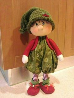"¿ Elf maybe have accompanying ""sno-fellow"" ( possibly inspiration to make elf more sno-fellow-like or vice versa ) Christmas Elf Doll, Christmas Sewing, Felt Christmas, Handmade Christmas, Crochet Christmas, Christmas Holidays, Christmas Ornaments, 242, Sewing Dolls"