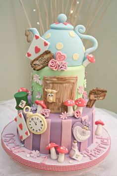Alice in Wonderland teapot cake