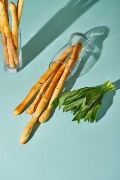 Medvehagymás grissini recept | Street Kitchen Carrots, Bacon, Vegetables, Street, Kitchen, Food, Cooking, Kitchens, Essen