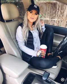 Pin by Living My Best Style on The Cutest Of All Athletic Wear. in 2019 Pin by Living My Best Style on The Cutest Of All Athletic Wear. in 2019 Winter Mode Outfits, Mom Outfits, Winter Fashion Outfits, Casual Fall Outfits, College Outfits, Look Fashion, Trendy Outfits, Cute Outfits, Womens Fashion