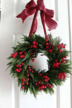 Tinker Christmas wreath - 20 ideas - Christmas 2017 - tinker for Christmas . - Tinker Christmas wreath – 20 ideas – Christmas 2017 – tinker for Christmas – DIY decoration - Christmas Wreaths To Make, Noel Christmas, Christmas 2017, Holiday Wreaths, Winter Christmas, Christmas Crafts, Christmas Ornaments, Holiday Decor, Winter Wreaths