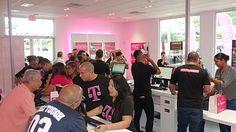 T-Mobile continua su expansión con nuevas ofertas - http://www.esmandau.com/185794/t-mobile-continua-su-expansion-con-nuevas-ofertas/