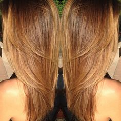 Layers and color Caramel Blonde Hair, Brown Hair With Blonde Highlights, Honey Blonde Hair, Hair Highlights, Chic Short Hair, Honey Brown Hair, Creative Hair Color, Hair Color Auburn, Corte Y Color