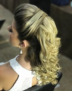 60 ideas hair curly prom up dos Bun Hairstyles For Long Hair, Elegant Hairstyles, Bride Hairstyles, Hair Dos, Pretty Hairstyles, 1960s Hair, Mother Of The Bride Hair, Hair Color Dark, Light Hair