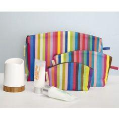 kleurmeester toilettas cocktail. Vrolijke toevoeging in de badkamer. http://www.kleurmeester.nl/kleurrijke-tassen-online-bestellen/toilettassen-online/toilettas-salvador