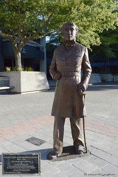 John Hamilton Statue 03 with insert