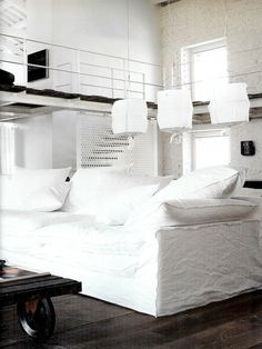Paola Navone designed home from Italian Elle Deco Vosgesparis: An industrial white home design house design house design Italian Farmhouse, Italian Home, Loft Industrial, Industrial Living, Industrial Design, Interior Design Blogs, Interior Inspiration, Modern Interior, Room Inspiration