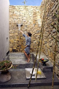 Gorgeous Outdoor Shower Design with Stone Walls Ideas - My Dream House Outdoor Spa, Outdoor Baths, Outdoor Bathrooms, Outdoor Living, Outdoor Decor, Outdoor Stone, Exterior Design, Interior And Exterior, Outside Showers