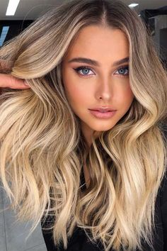 Beige Blonde Hair Color, Blond Beige, Beach Blonde Hair, Caramel Blonde Hair, Blonde Hair With Roots, Blonde Hair Looks, Dyed Blonde Hair, Balayage Hair Blonde, Brown Blonde Hair