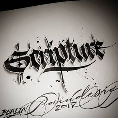 Calligraphy Ink, How To Write Calligraphy, Lettering Styles, Hand Lettering, Chicano Lettering, Creative Typography Design, Design Tattoo, Letter Art, Design Art