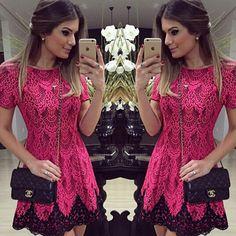 Lindo Vestido Feminino Rendado Rosa Choque Com Glamour e Estilo