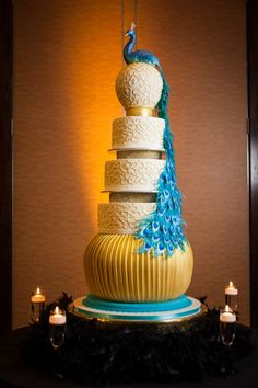 WOW... Multi-layer Peacock #wedding cake! CRAZY!