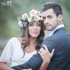 Amamos as flores e a pose. Uma linda pose para seus retratos do casamento... Love her flower halo and their pose. A flattering photography pose for your wedding portraits. Captured by Bleudog Fotography  precasamento.com #precasamento #sitedecasamento #bride #groom #wedding #instawedding #engaged #love #casamento #noiva #noivo #noivos #luademel #noivado #casamentotop #vestidodenoiva #penteadodenoiva #madrinhadecasamento #pedidodecasamento #chadelingerie #chadecozinha #aneldenoivado…