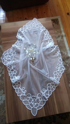 This Pin was discovered by Mün Romanian Lace, Needle Lace, Lace Patterns, Diy And Crafts, Projects To Try, Angel, Embroidery, Elegant, Sewing