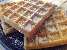 Gaufres (sans gluten, sans lait) – Waffles (gluten and dairy free). Après les crêpes, il est l'heure de faire des gaufres... Parce qu'il n'y a rien de mieux que ces petits délices avec lesquels on peut se régaler tout au long de l'année ! Le secret de gaufre...