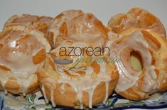 Cavacas are Portuguese popovers that are not too heavy and not too sweet! The key to making them is giving them enough time on the mixer to introduce a lot of air! Portuguese Sweet Bread, Portuguese Desserts, Portuguese Recipes, Portuguese Food, Portuguese Biscoitos Recipe, Easy Desserts, Delicious Desserts, Dessert Recipes, Gourmet Desserts
