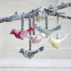 idée géniale de déco vintage pour Noël: oiseaux en tissu