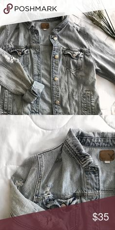 aeo distressed denim jean jacket in good condition. no holes/stains and it comes from a pet free / smoke free home! feel free to leave an offer! American Eagle Outfitters Jackets & Coats Jean Jackets