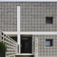 #큐블럭#벽돌#디자인블럭#시멘트블럭#콘크리트블럭#담장#인테리어#건축#전원주택#담류헌#파주#brick#breezeblock#architecture#sosuarchitects#interior#wall#facade 파주 담류헌. Q3블럭 외장마감 되었습니다. 설계: 소수건축사사무소