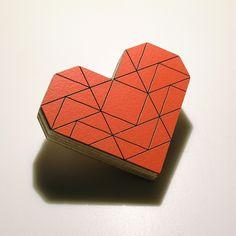 TANGRAM Tangram Herz Brosche aus Holz von bandada via dawanda.com