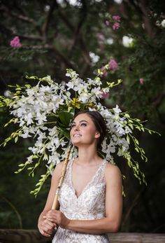 We loved creating this stunning fresh flower parasol.  A striking Bridal Bouquet alternative from #vividexpressionsllc Thanks to #DragonStudio for the breathtaking photography